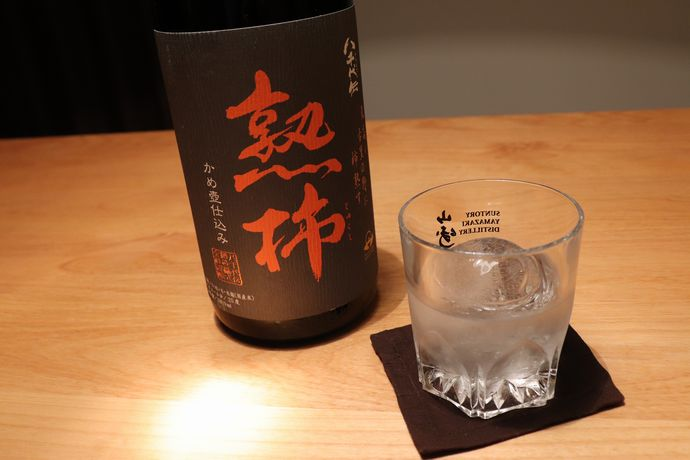 おすすめ焼酎「八千代伝熟柿」:現代の名工により厳選された原酒をかめ壷熟成!年一回の限定販売を見逃すな!